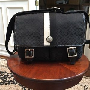 Coach voyager cross body messenger bag